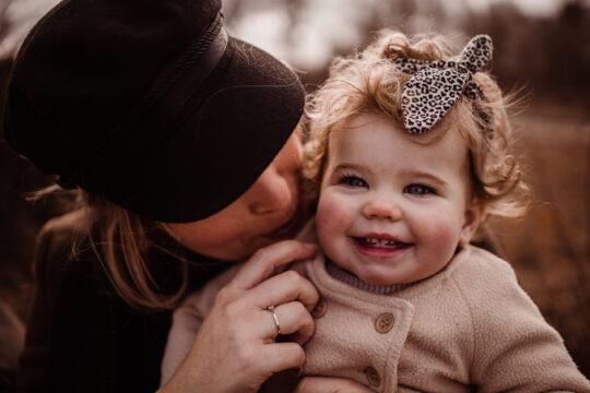 mamashoot kindershoot mijn knuffel en ik sevenum bossen samen met mama